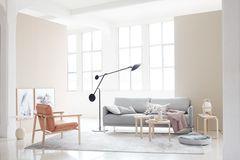 Wohnzimmer in zarten Farben, Leder und Holz