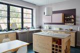 Küche mit Sprossenfenstern
