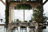 Weihnachten mit Hütten-Romantik - Weihnachtsbaum und Tannenkranz