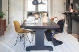 Esszimmer mit Designer-Stühlen