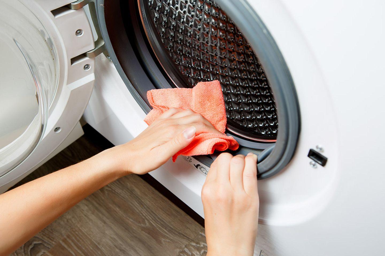 Waschmaschine reinigen – was tun, wenn die Waschmaschine stinkt?