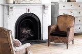 Marmorkamin mit Vintage-Sesseln