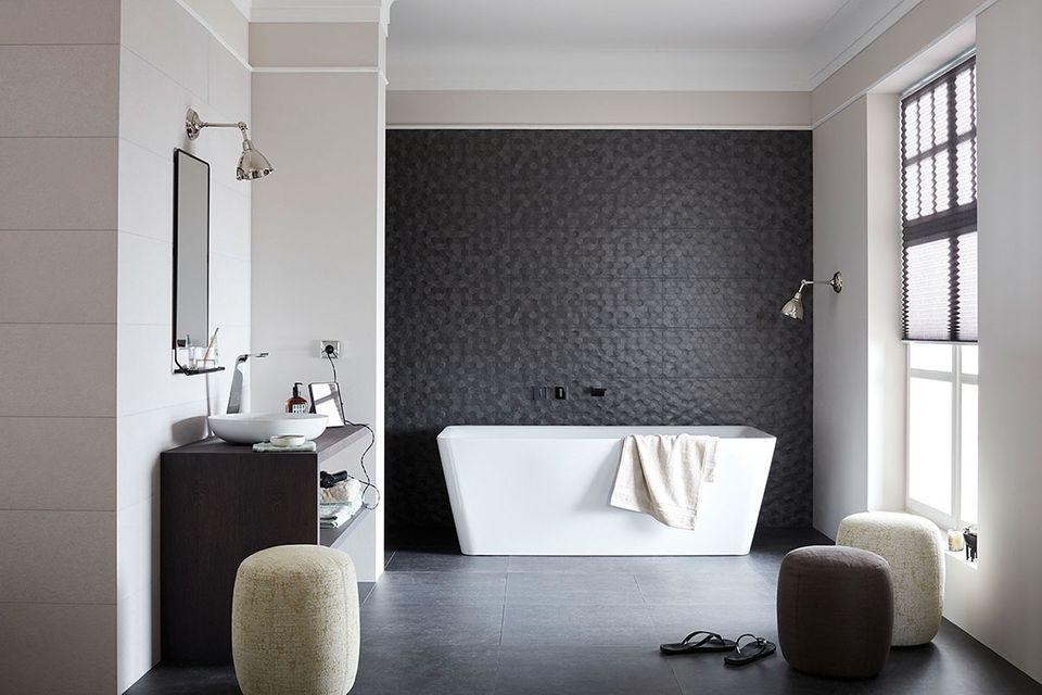 Elegantes Badezimmer eingerichtet mit Produkten aus der SCHÖNER WOHNEN-Kollektion