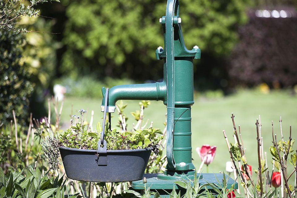 Brunnen bohren - Schwengelpumpe