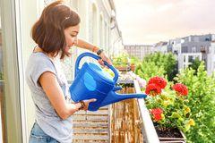 Blumen und Pflanzen bewässern im Urlaub: Nachbarn fragen