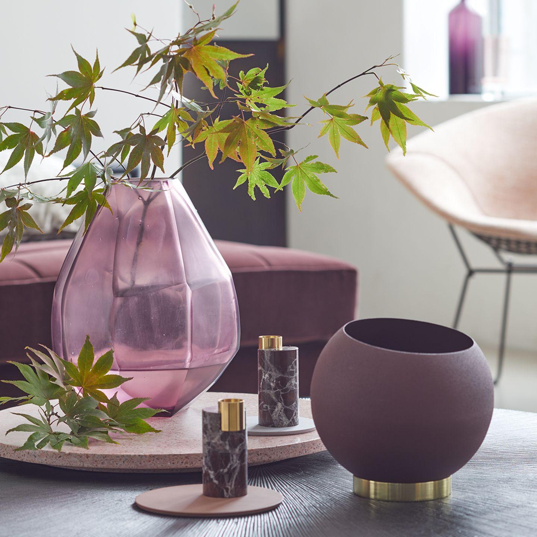 Vasen und Deko in Bordeauxrot