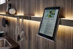 Sanft und atmosphärisch: indirektes Licht in der Küche
