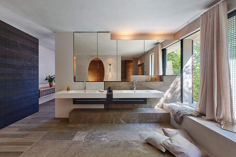 Moderne Villa als Leistungsschau: Badezimmer