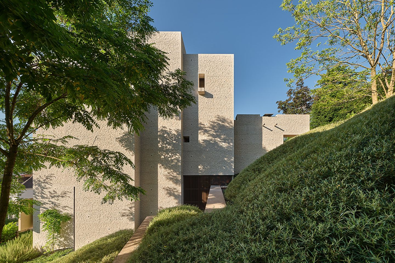 Moderne Villa als Leistungsschau: Lage am Hang