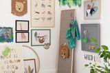 Sehr großzügige Wandgestaltung an zwei Wänden im Kinderzimmer