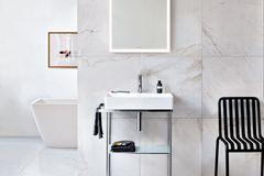 """Spiegel """"L-Cube"""" mit Lichtrahmen von Duravit"""