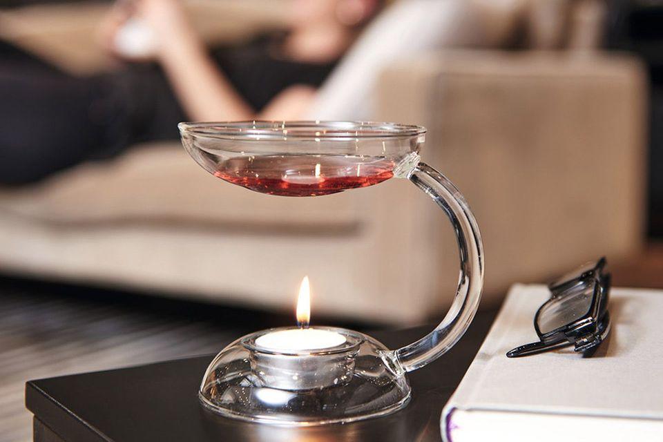 """Duftlampe """"Aroma"""" von Leonardo auf einem Beistelltischchen"""