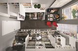 Kleine Küche von Nobilia mit vielfältigem Stauraum in Unter- und Oberschränken