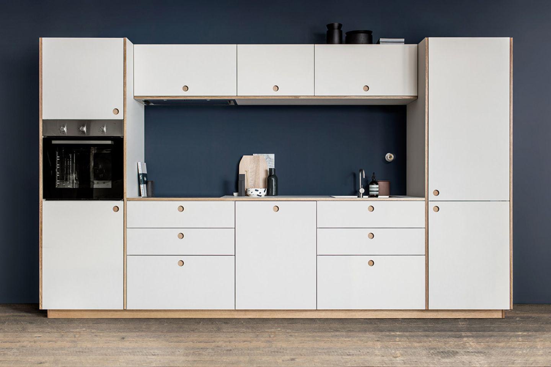 """Ikea-Küche """"Basis"""" mit Linoleumfronten von Reform"""