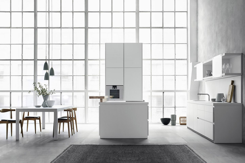 """Puristische Küche """"B1"""" in Weiß von Bulthaup"""