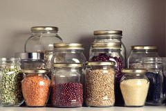 Lebensmittel lagern in Vorratsgläsern mit Schraubverschluss