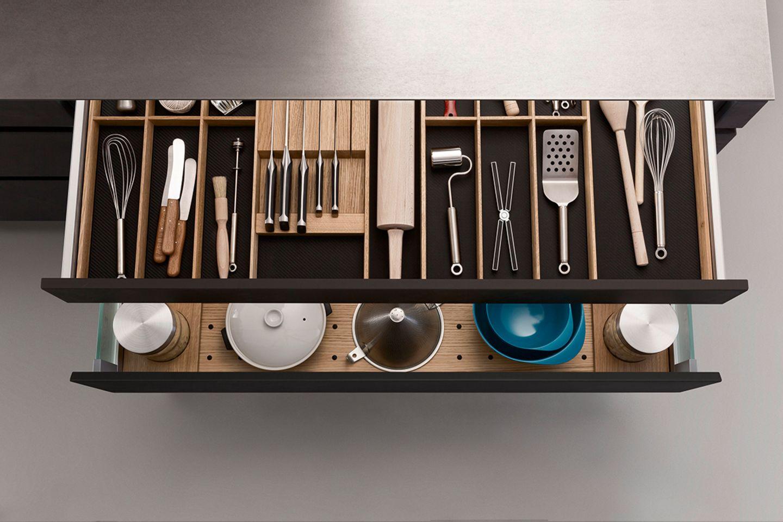 Besteckschublade mit Geschirr-Auszug darunter