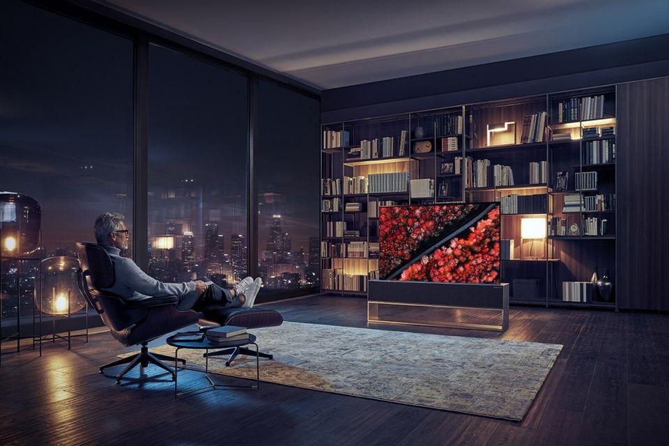 """Atmosphärischer Filmabend mit dem """"Rollable TV"""" von LG"""