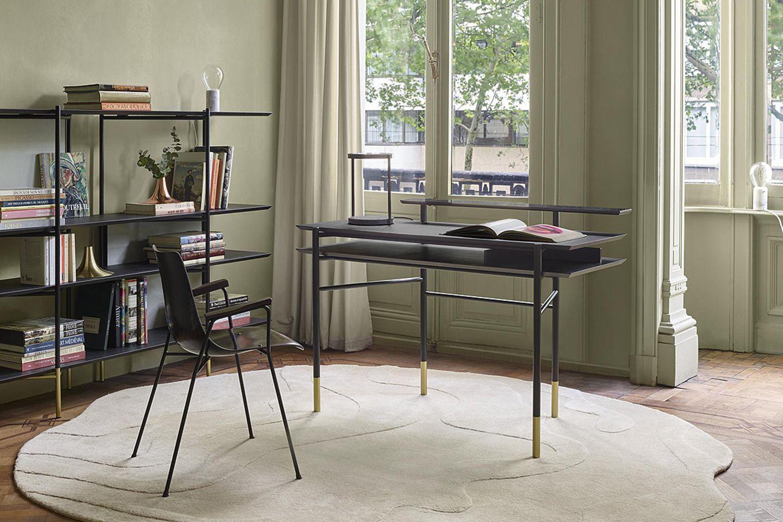 Schreibtisch von Ligne Roset in einer Altbauwohnung