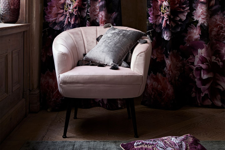 Rosarot Relaxen – Gewinnen Sie einen stylischen Samt-Sessel!