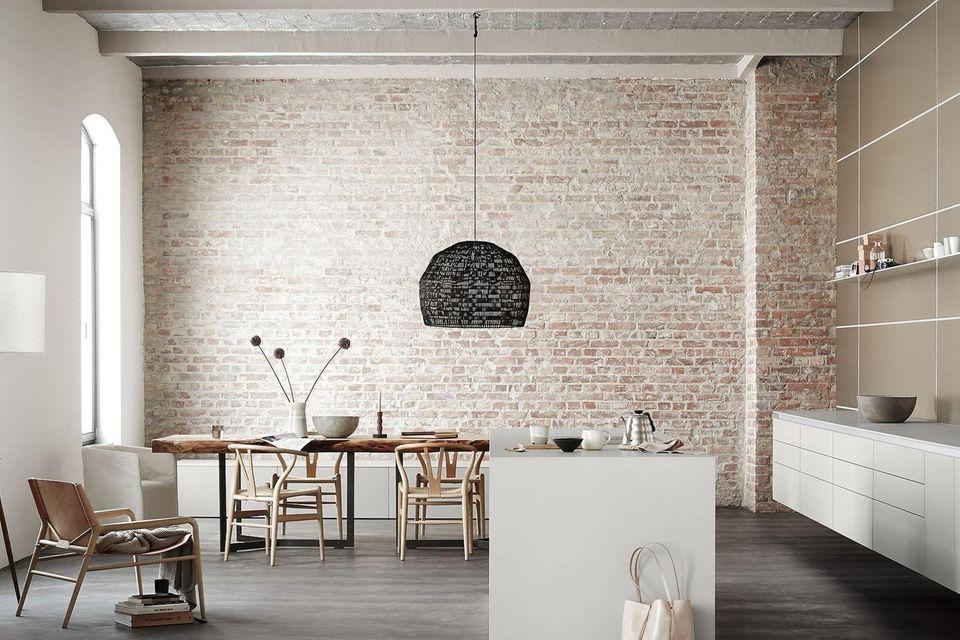 """Küche """"B3"""" von Bulthaup in einem Loft mit Backsteinwand"""