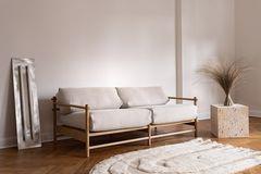 """""""Studio Sofa"""" von Nuts And Woods mit einem Gestell aus massiver Eiche"""