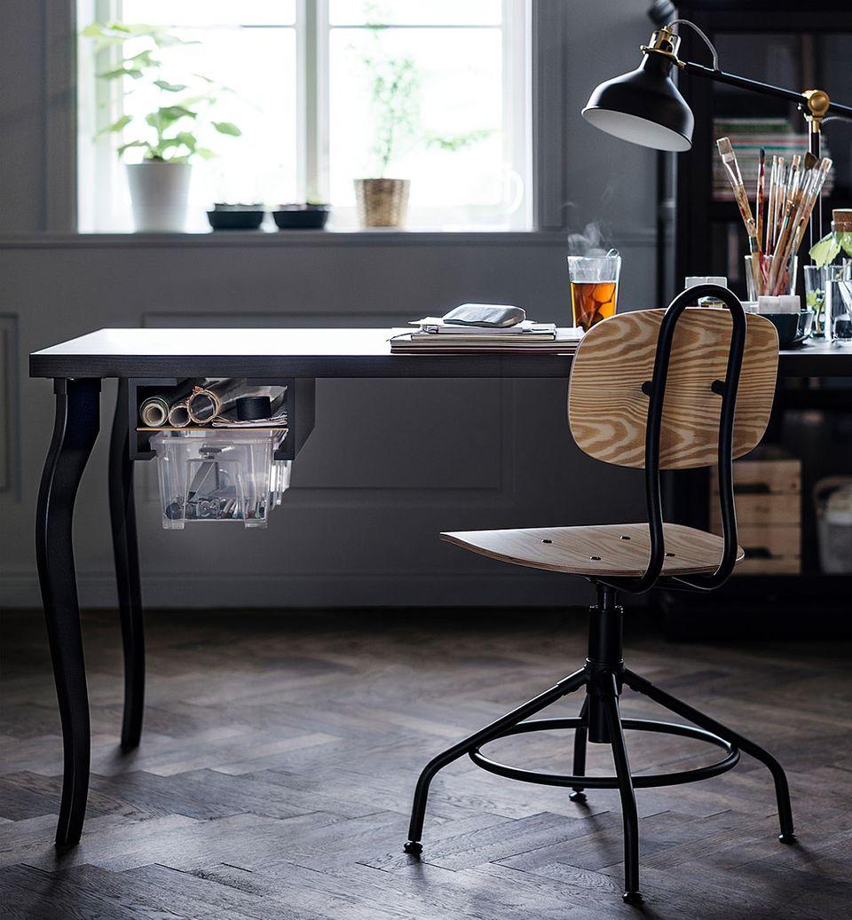 """Ikea Hack aus Bilderleisten """"Mosslanda"""" als Halterung für eine Ordnungsbox am Schreibtisch"""
