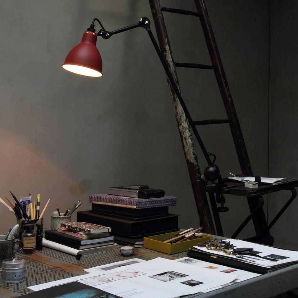 Inspiration: Industrieleuchten, hier von DCW Éditions, geben dem Arbeitsplatz einen rauen Look.