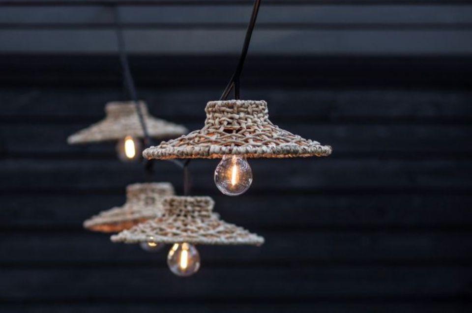 Lichterkette mit Korbschirmchen von Granit