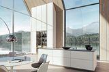 """Küche """"SLX"""" von Siematic mit Lichtleisten in den horizontalen und vertikalen Griffmulden"""
