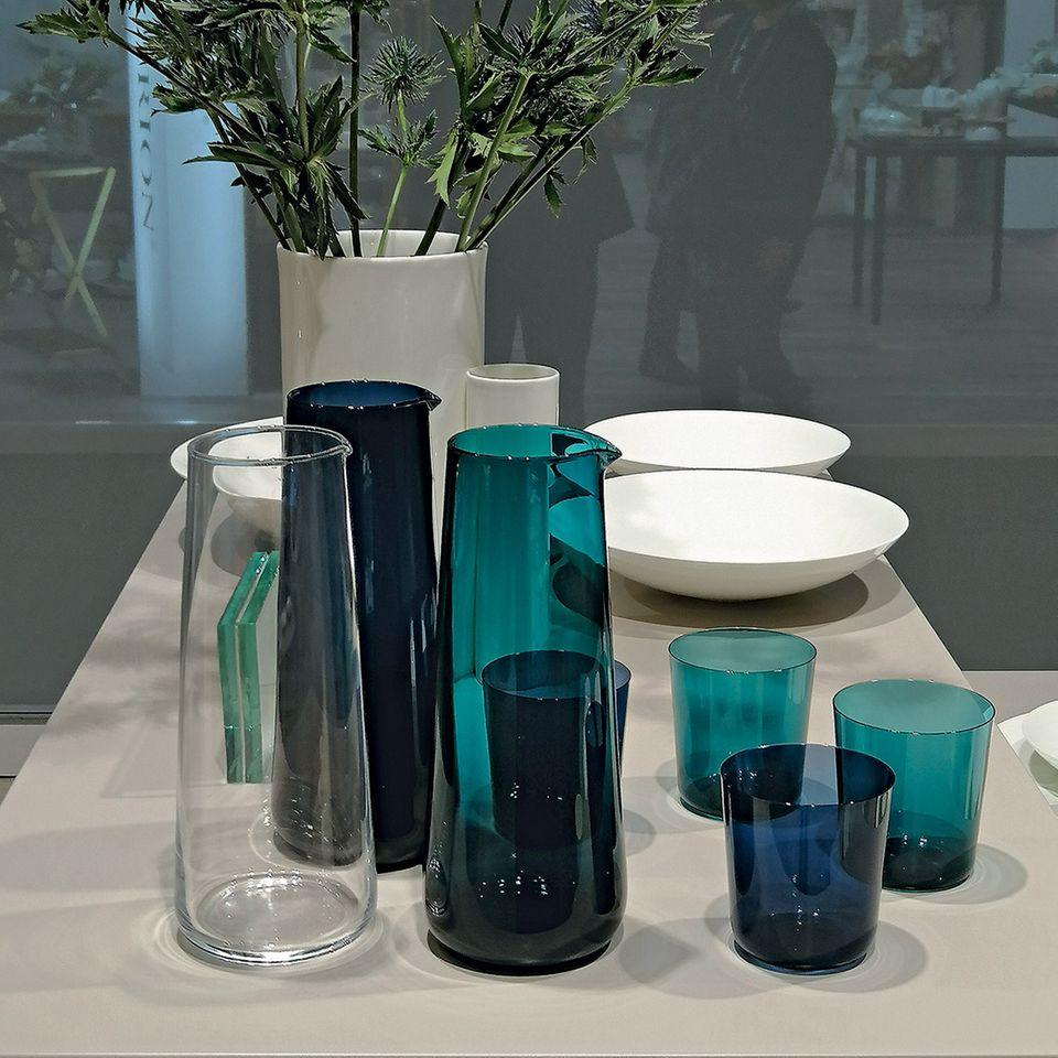 """Fine Dining von den Tellern """"Coupe"""". Stilvolle Wasserquelle: Karaffe und Glas """"Odeon"""""""