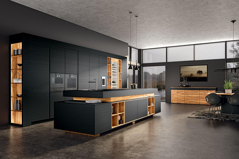 """Schwarze Küche mit Olivenfurnier und innovativer Oberfläche Opaco """"Elephant Skin"""" von Allmilmö"""