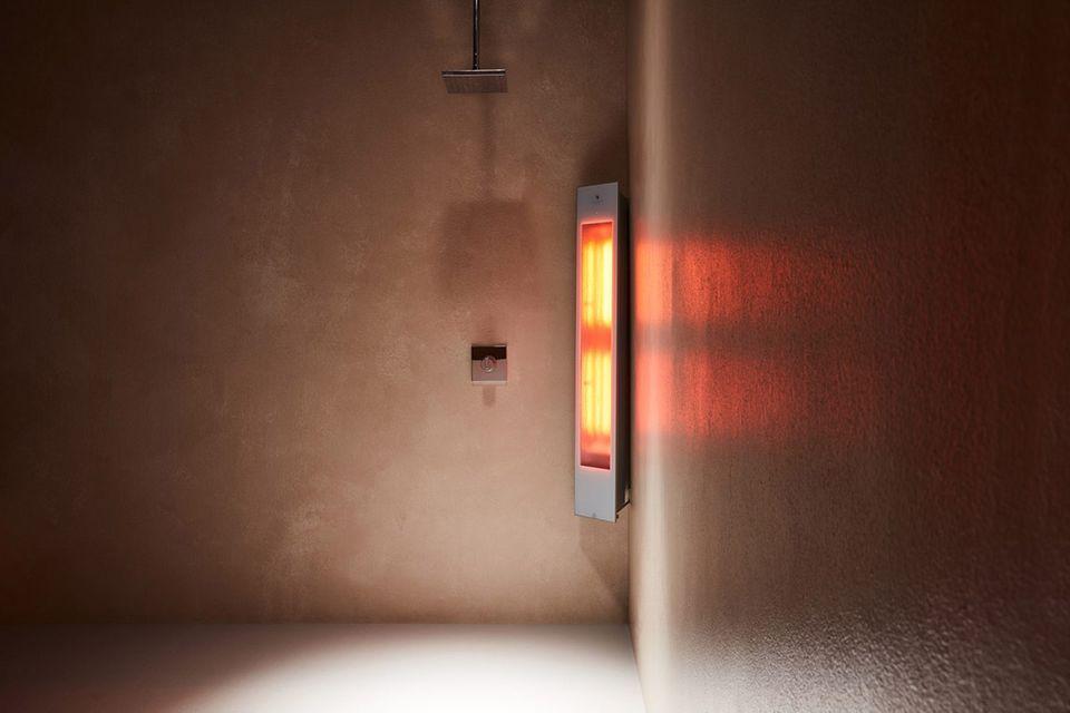 """Wohlige Wärme mit Infrarot-Eckmodul """"Sunshower Solo"""" unter der Dusche"""