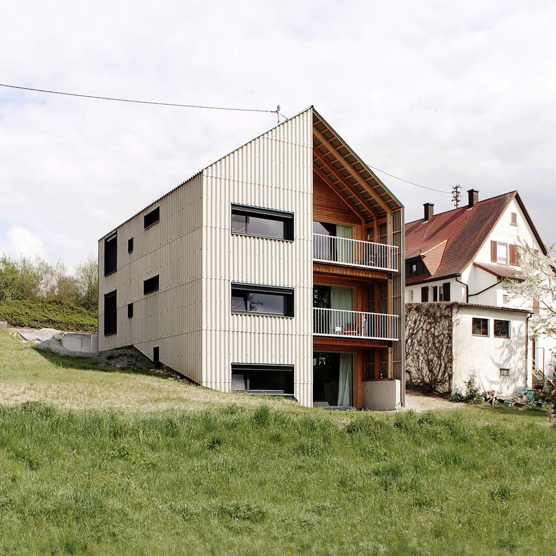Wohnhaus auf einer Wiese