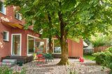 Häuser Award 2021 - Ein Wohnzimmer im Garten –  Anbau an ein Mehrfamilienhaus