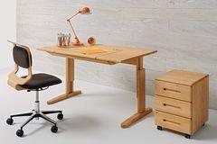 """Höhenverstellbarer Schreibtisch """"Mobile"""" von Team 7 plus Schreibtischstuhl und Rollkommode"""