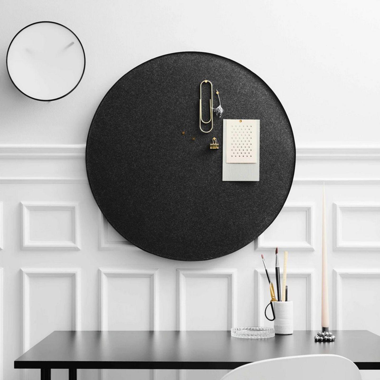 Retell Pinnboard in schwarz im Raum