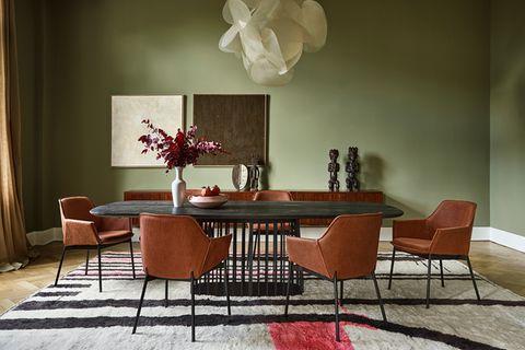 Esszimmer-Ambiente mit Stühlen Grace von Freifrau