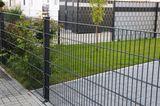 Gartenzaun aus Doppelstabmatten als Begrenzung für ein Grundstück