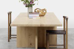 """Tisch """"Zehn"""" und Stuhl """"Karnak"""" von E15 aus Massivholz"""