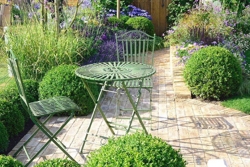 Gartenmöbel aus Eisen reinigen