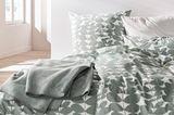 Bettwäsche mit Muster von Hess Natur.