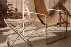 Desert Chair und Beistelltisch