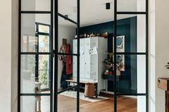 Lofttür aus Glas und Stahl