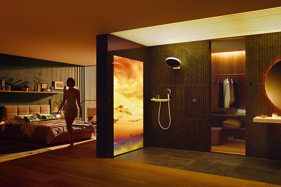 """Luxuriöses En Suite Bad mit den """"Rain Tunes""""-Lösungen von Hansgrohe für ein smartes Badezimmer."""