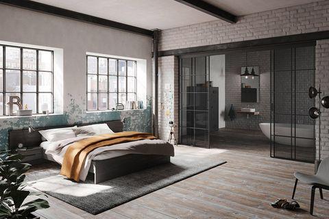 """Schlazimmer mit angrenzendem Badezimmer. Die Schiebetür """"S1200"""" von Raumplus dient als Raumteiler"""