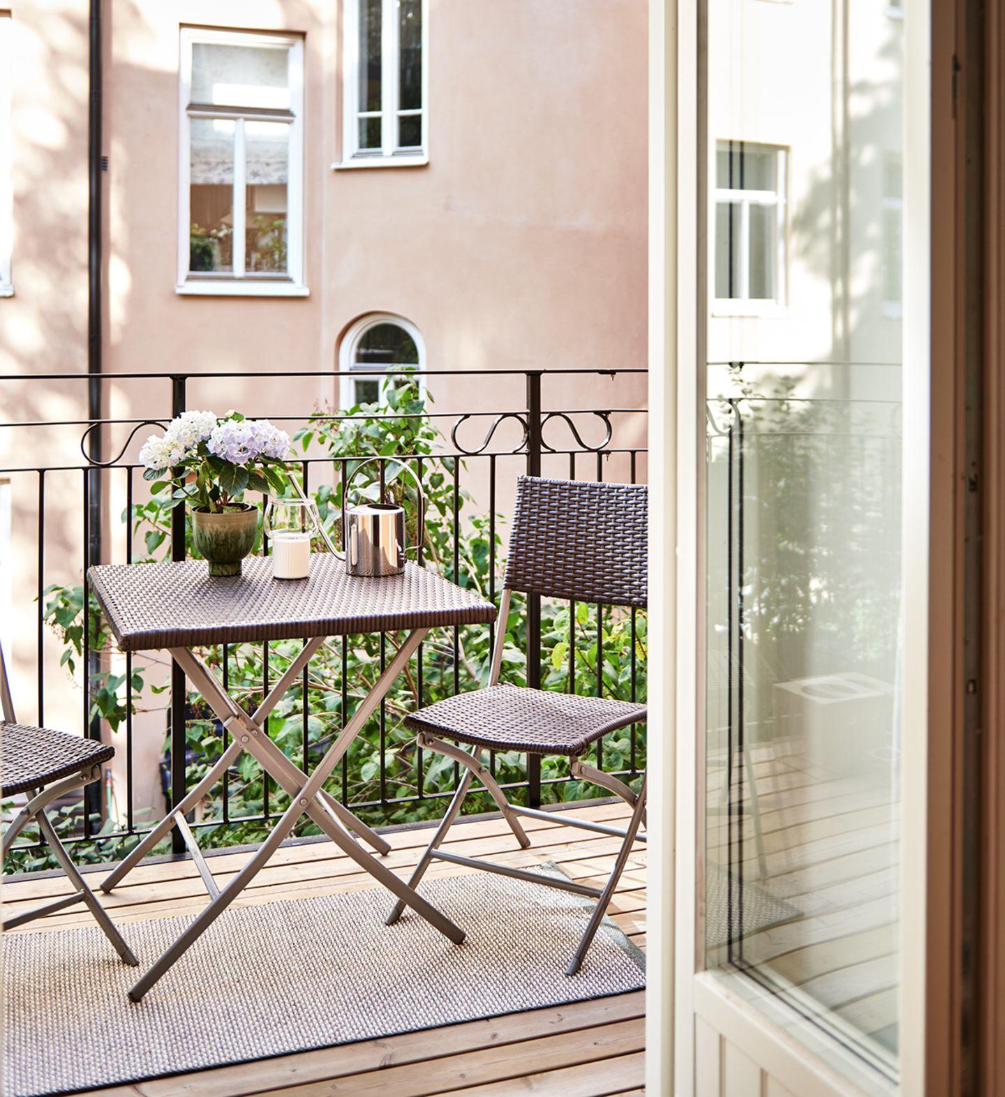 Balkon einer kleinen Wohnung in Stockholm
