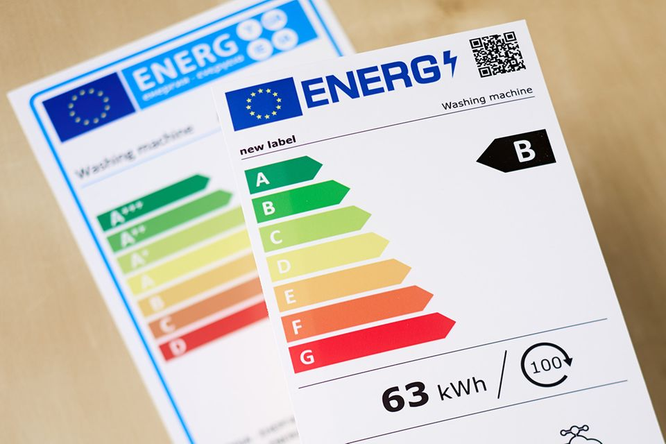 Das neue und das alte EU-Energielabel im Vergleich.