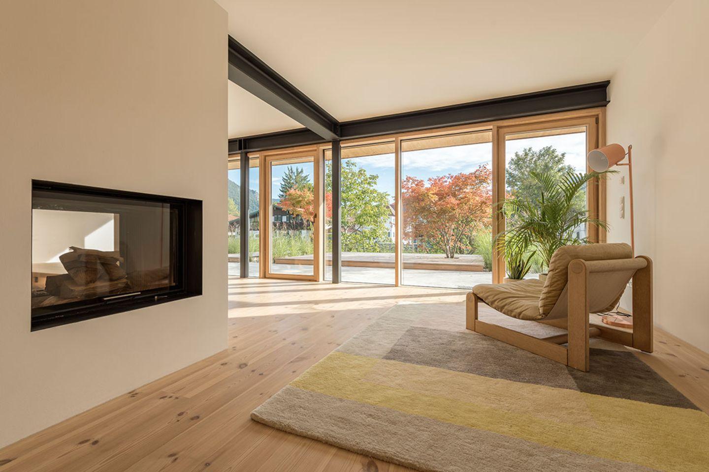 Haus Schliersee: Wohnzimmer mit Kamin