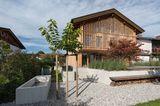 Haus Schliersee: Garten mit Kiesbett